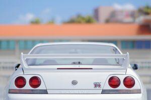 carro branco de marca japonesa mostra quais as Diferenças entre FOR e TO.