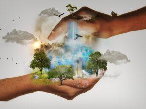 Ilustração mostra duas mãos carregando a mãe natureza com água caindo