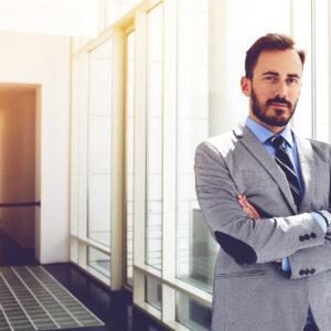 homem de sucesso fala sobre negócios